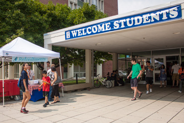 Welcome sign at move in